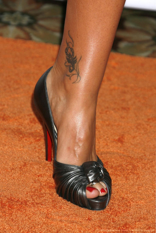 Фото татуировок на ноге девушке